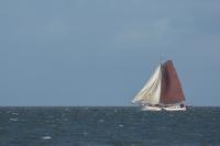 Tjalk op de Noordzee bijLauwershaven
